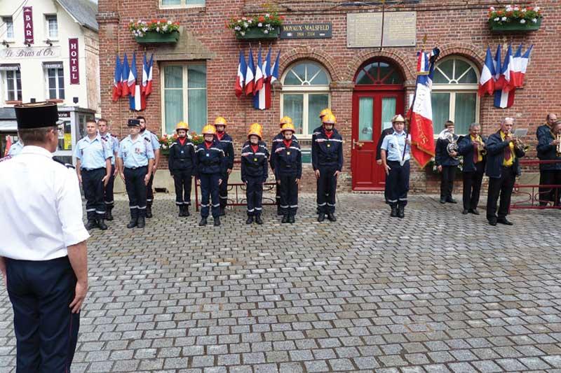 Les Sapeurs Pompiers et association des anciens combattants de Moyaux :